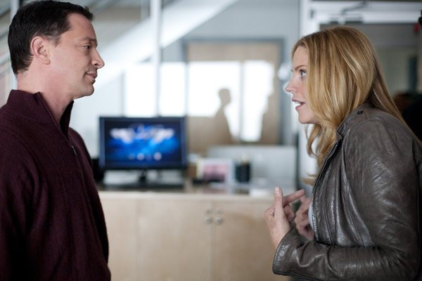 "IN PLAIN SIGHT -- ""The Art of the Steal"" Episode 401 -- Pictured: (l-r) Joshua Molina as Peter Alpert, Mary McCormack as Mary Shannon -- Photo by: Cathy Kanavy/USA Network"