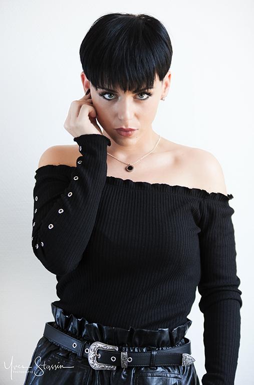 Julie Sarah par Yves Stassin