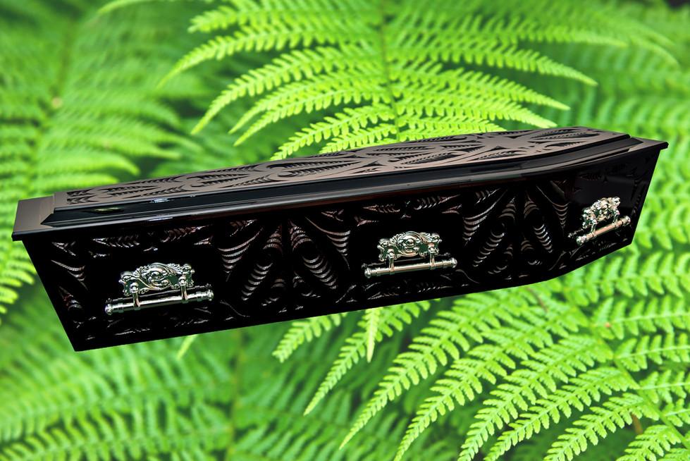 Status Maori Carved