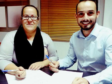 JONATHAN REGALADO Y COLEGIO OFICIAL FIRMAN UN CONVENIO