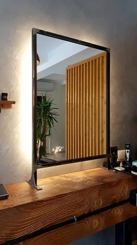 Retroillumnazione specchio tramite strip led.