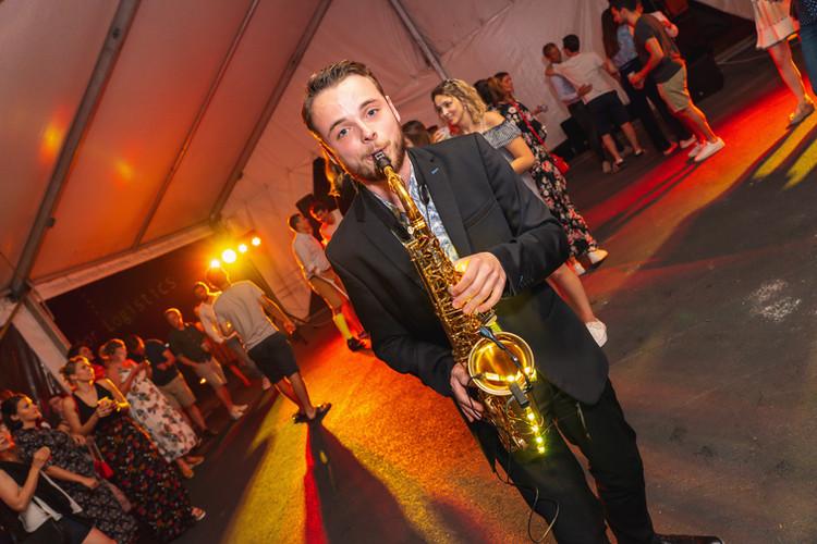 saxophone live show