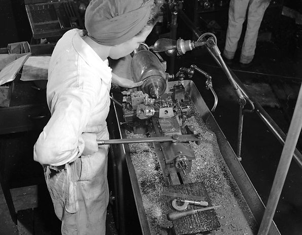 1946 Woman at work at Neon Products 2.jp