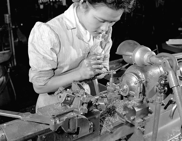 1946 Woman at work at Neon Products.jpg