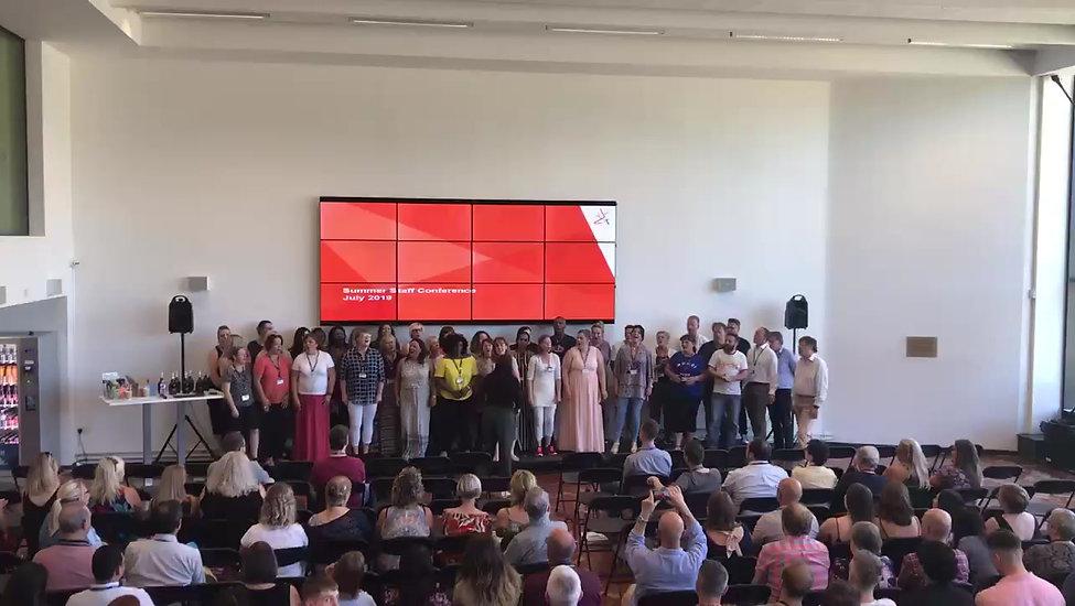 Teambuilding choir singing