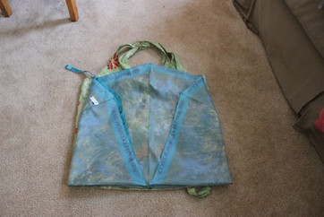 Make Reusable Bags From Broken Umbrellas