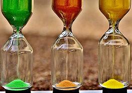 hourglass-2912968__340.jpg