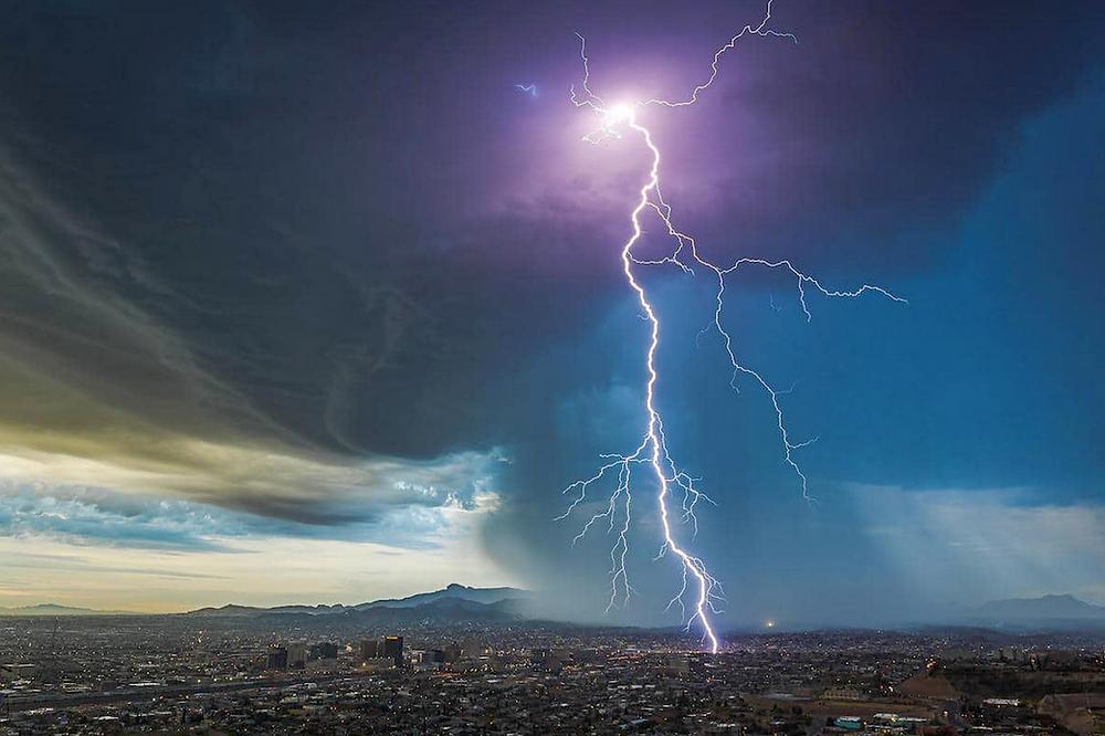 Predawn Thunderstorm over El Paso, Texas von Lori Grace Bailey