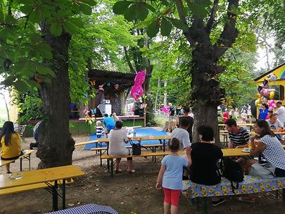 Sitzmöglichkeiten beim Festival in Oberw