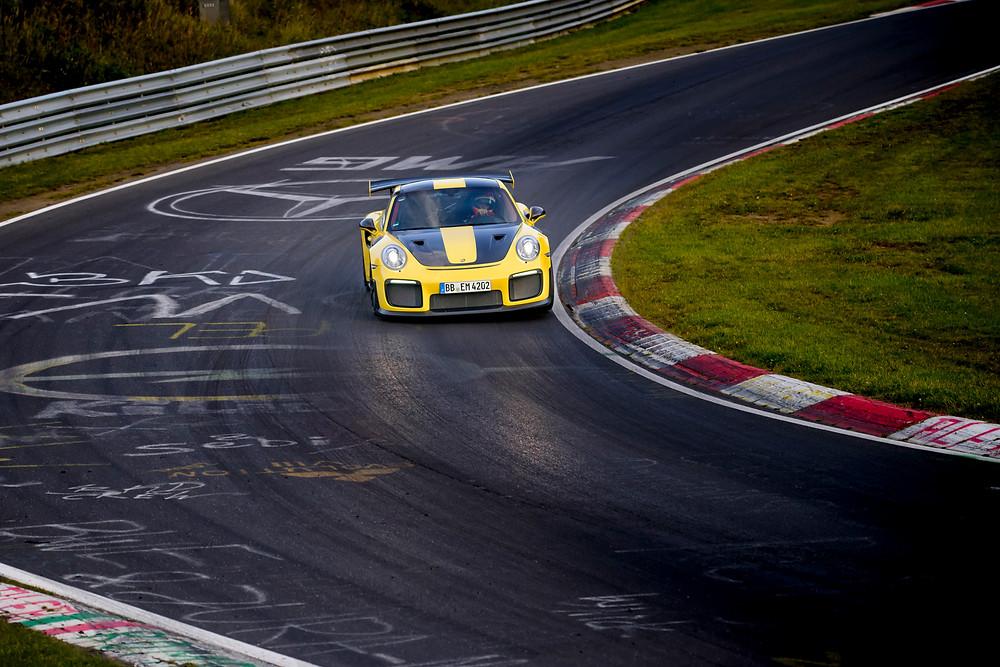 La clase del GT2 RS no sólo la demuestra el récord logrado, sino también su rendimiento consistente en cada vuelta