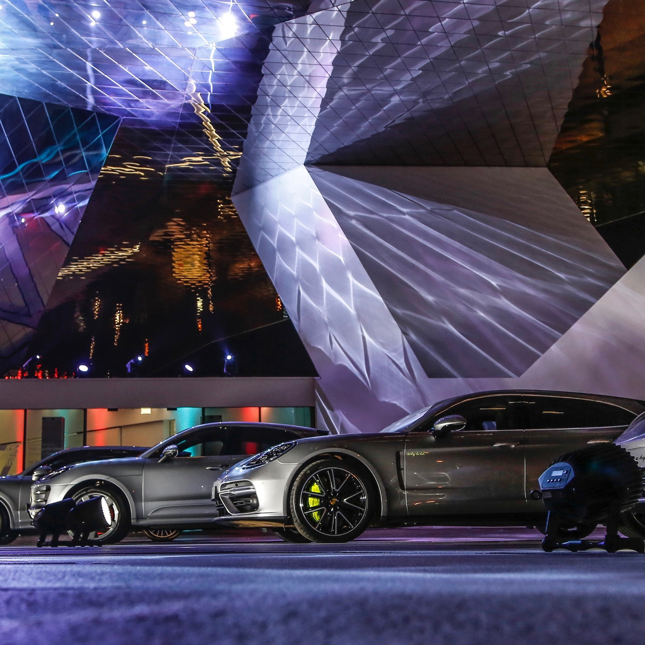 high_cayenne_turbo_macan_turbo_panamera_4_e_hybrid_new_year_reception_porsche_museum_2018_porsche_ag