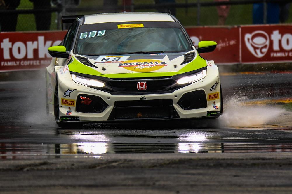 Victor González Jr., veterano piloto de autos de carrera, se encuentra cosechando triunfos con su nuevo equipo VGMC Racing en reconocida liga norteamericana.