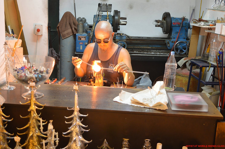 ARITST AT WORK MDINA GLASS