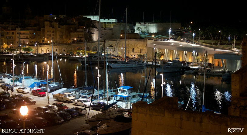 Birgu at night
