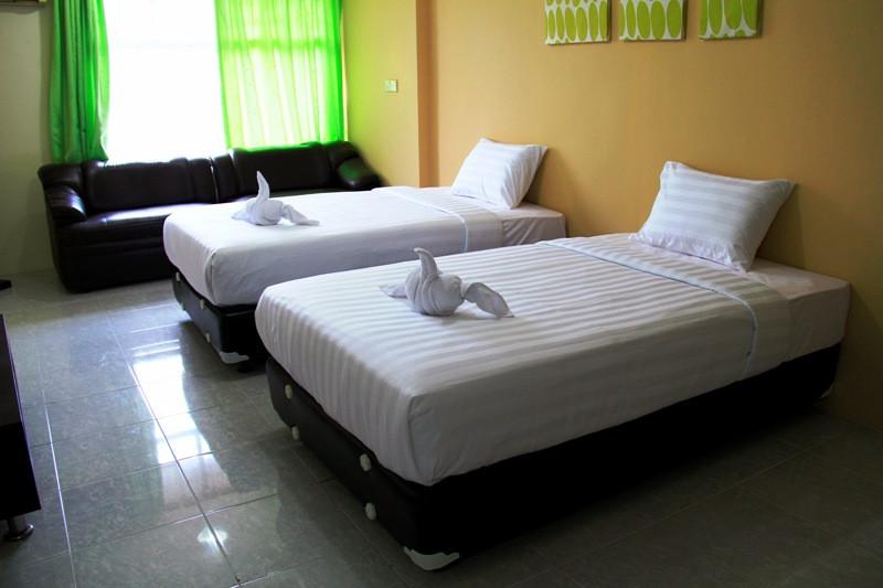 superior twin room3.jpg