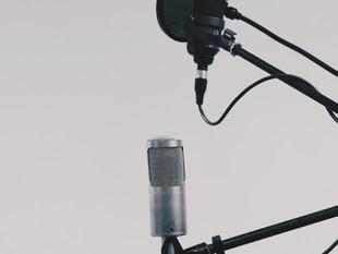 Voix off, voice-over : définitions et utilisations