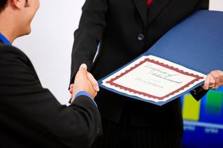 Histórica Certificación para Incubadoras