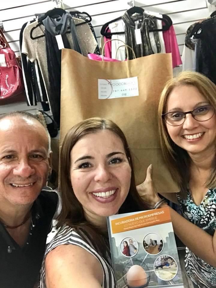 Con Frances Ramírez, empresaria disruptiva propietaria de D'Occasion Boutique en la Plaza del Mercado de Caguas.
