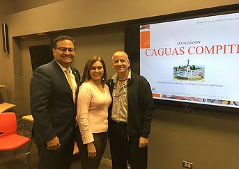 foto Cc con Alcalde Caguas.JPG