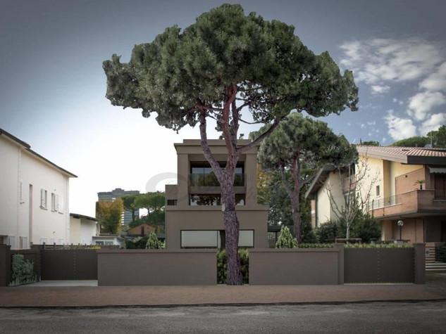 VILLA BIFAMIGLIARE - Milano Marittima € 1.200.000