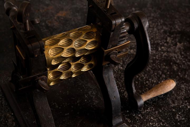 Photo d'ambiance : outil machine et savoir-faire d'un artisan confiseur