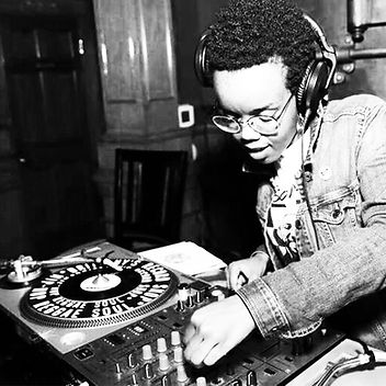 DJ Red-I Turntable (black and white).jpg