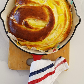 Torta rellena de crema pastelera