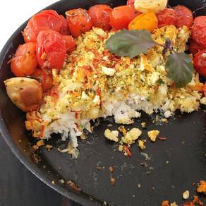 Pescado con crujiente y tomates confitados