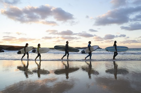 surf girls walking