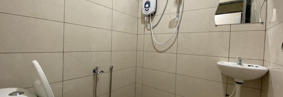 COMMON SHARING BATHROOM