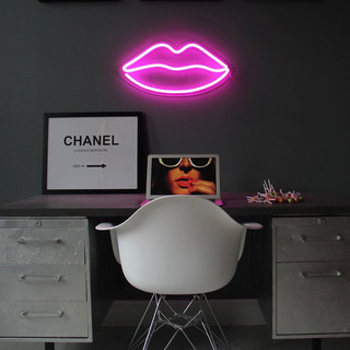 led-neon-light-pink-lips-on.jpg
