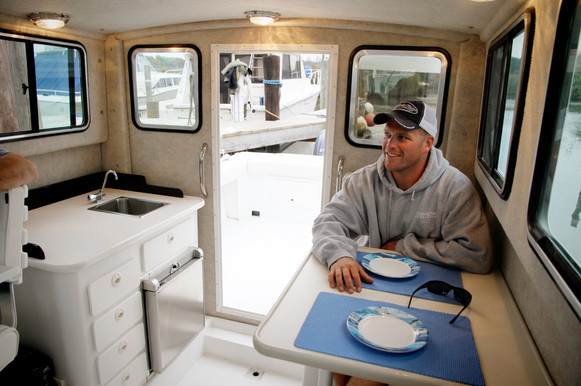 Parker Boats 2530EXT Lifestyle Interior.