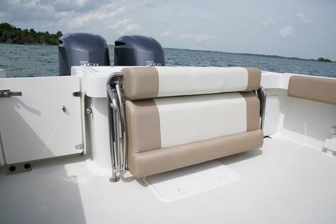 Parker Boats 2810WA Cockpit Seat.JPG