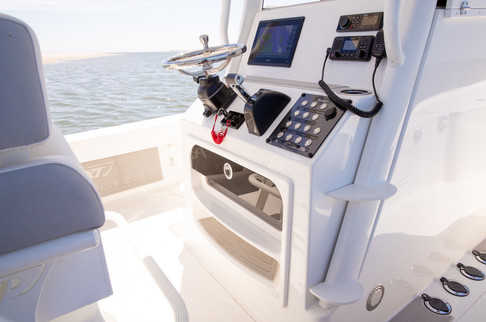 Parker Boats 2600SH console 4.jpg