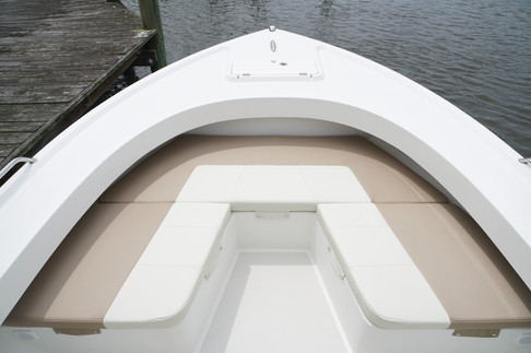 Parker Boats 2501CC FWD Seating2.JPG