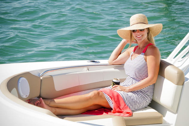 Parker Boats 2540DC Bow Seating Lifestyl