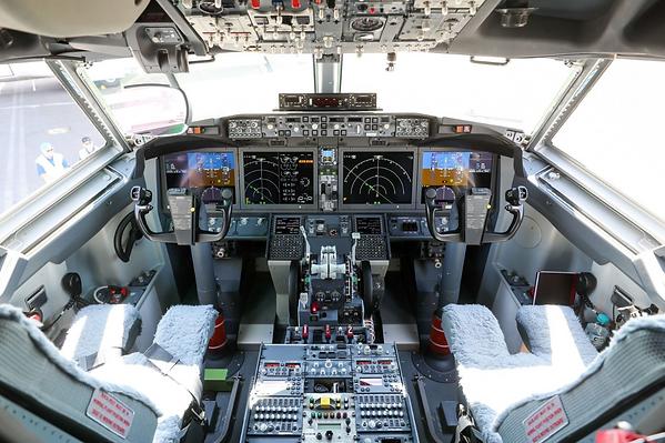 1 B737 Max Flight Deck.png