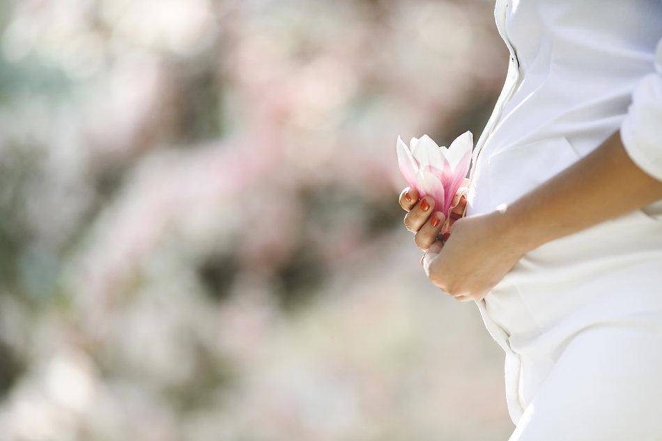 belly-pregnant-woman-flower.jpg