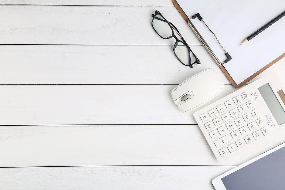 glasses-calculator-tablet-white-neat-des
