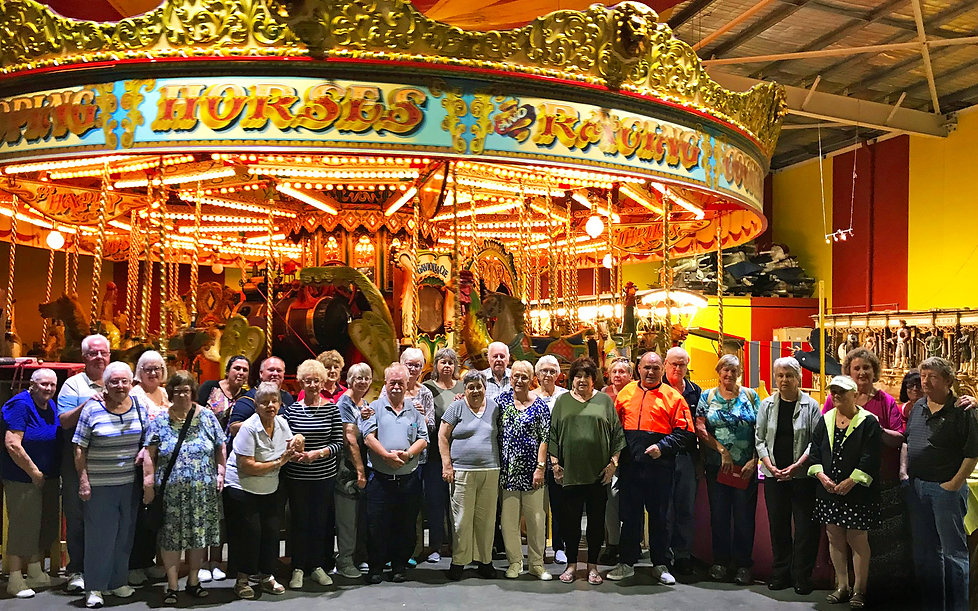 GROUP-PHOTO---FAIRGROUND-FOLLIES.jpg