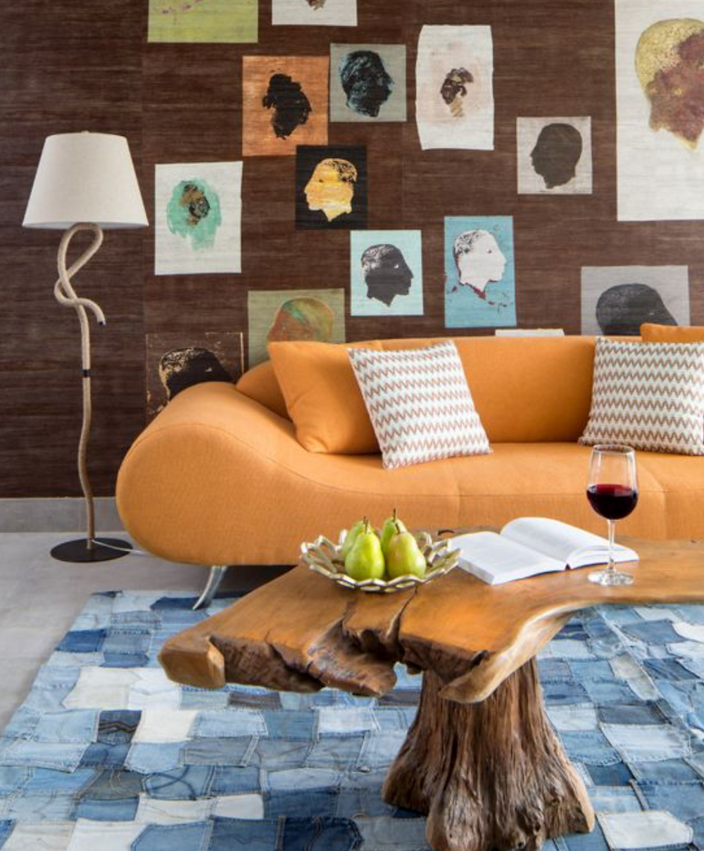 Orange, brown and jeans in a modern space