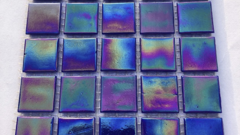 25pcs Phthalo Blue Irridised Glass mosaic tiles on mesh