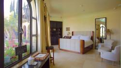 Luxury Accommodations in Los Feliz