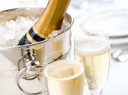 champagne_thinkstock-136557988_credit-istockphoto-forward-slash-thinkstock.jpg