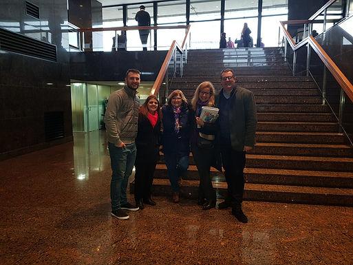 Equipo del Hogar Italiano reunido en el Parlamento.