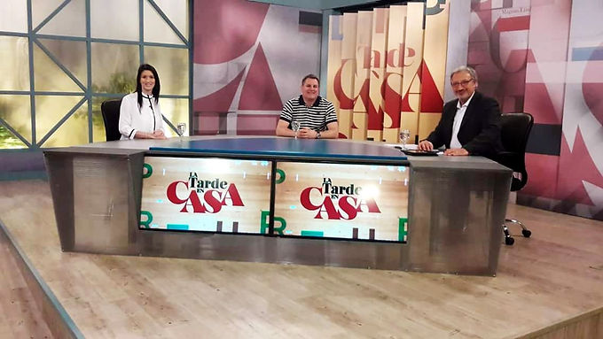 En el Programa La Tarde en Casa, Canal 10.