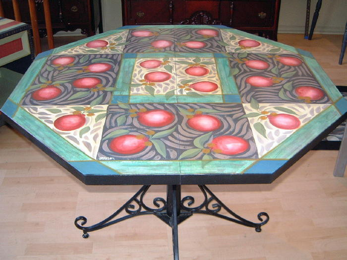 Apple Table