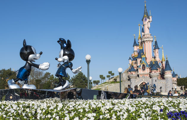 Paris - France - Eiffel Tower - Disneyland Mickey Minnie Mouse