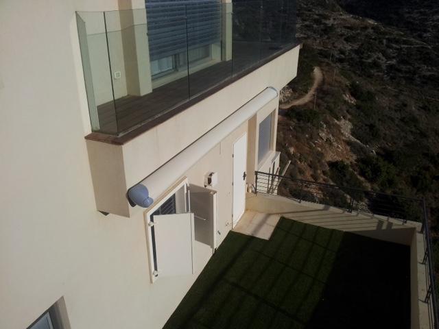 סוכך זרועות קסטה למרפסת, מקופל