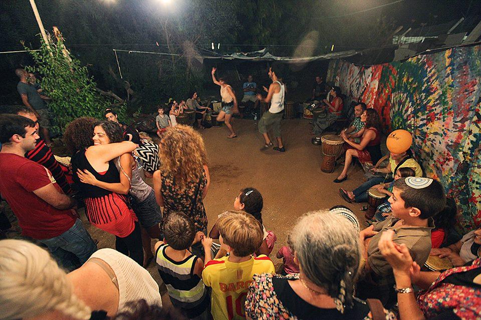 מסיבה אפריקאית, בית בנגורה
